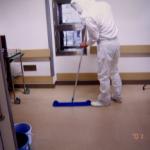 無菌病室のカビ除去作業